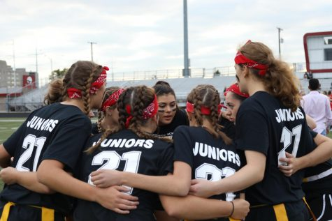 HUDDLE UP Last year, Powder puff juniors huddle up to discuss a game plan. Now, they are unable to play this year due to COVID-19.