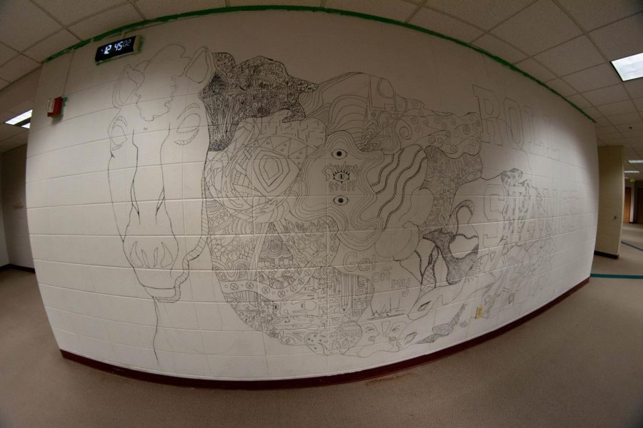 An+extreme+wide-angle+view+of+the+Art+Club%27s+mural+in+progress